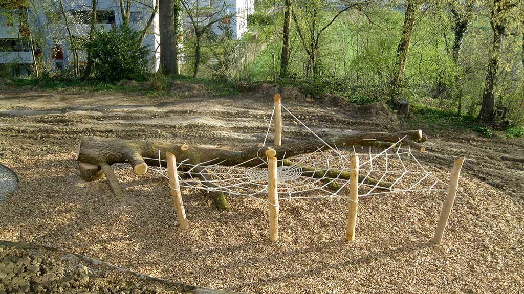 Spielplatz Eichenstamm-Spinne, Schweiz, 2014